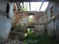 Wnętrze pałacu w kompletnej ruinie